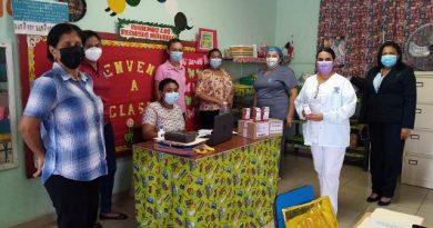 Programa escolar del ULAPS de Guararé hace entrega de suplementos con hierro en centros educativos