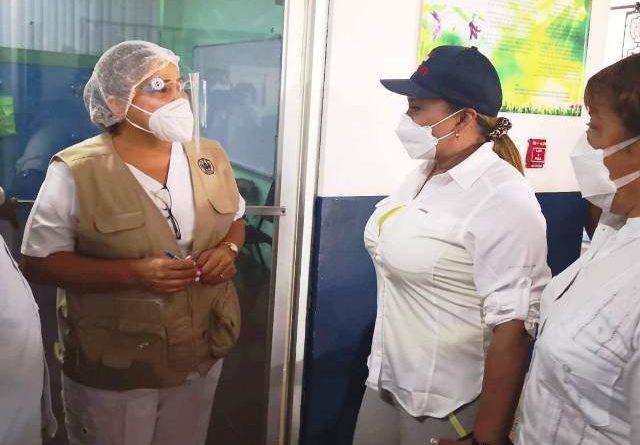 Ministra consejera felicita a los equipos de salud