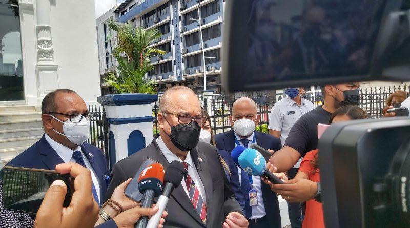 Dr. Lau Cortés se reúne con el procurador encargado, Javier Caraballo